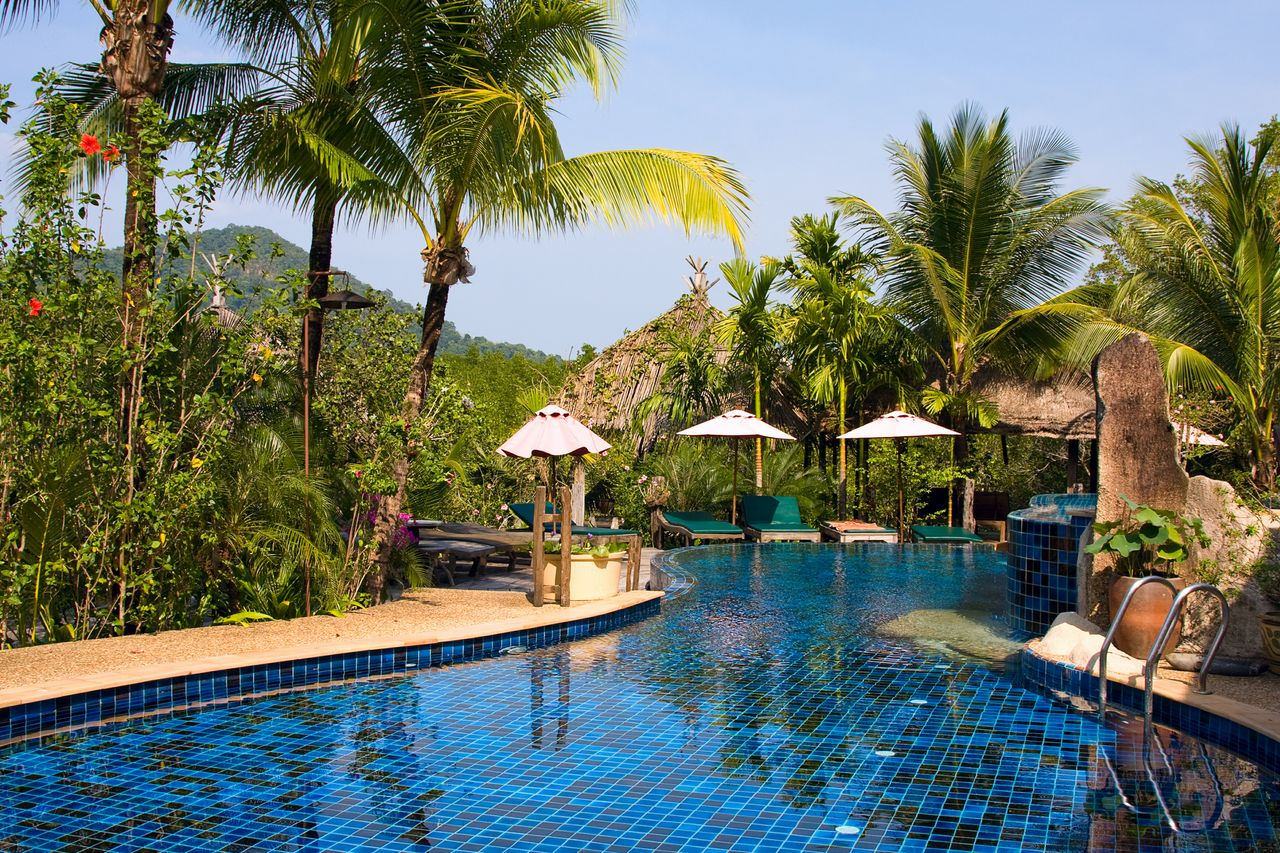 5 Ways to Make Your Home Pool Look Like a Luxury Resort ...