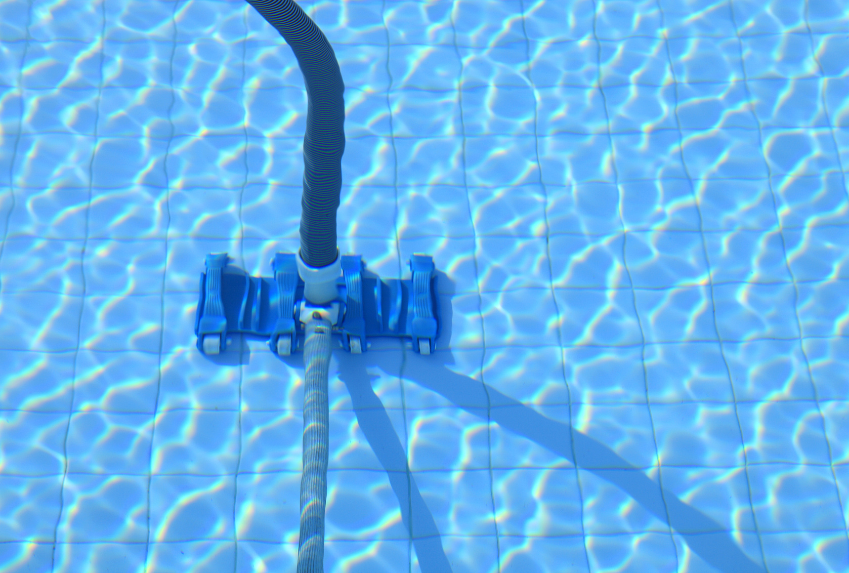 Swimming pool cleaning tool